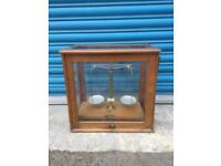 Rare FLATTERS AND GARNETT MANCHESTER VINTAGE ANTIQUE CHEMIST SCALES WOOD GLASS CABINET SDHC