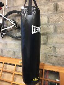 Everlast punch bag like new