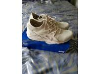 Asics gel flynit size 9.5 boxed brand new