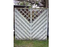 4 fence panels 1.8 m x 1.8m