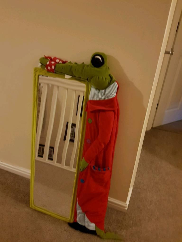 Children's crocodile mirror. Excellent condition