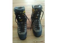Tecnica hiking boots size 8