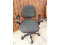 Grey Cloth Home Office Computer Chair with Arm Rests 5 Wheels Height & Back Adjustment