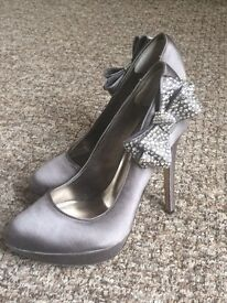 Grey Dune Shoes - size 5