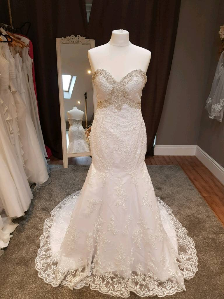 Stunning white lace fishtail wedding gown Size 8/10 | in Leigh ...