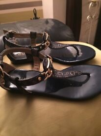 Guess toe poster sandals