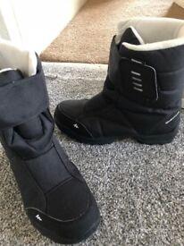 Black outdoor Quechua waterproof boots size 5