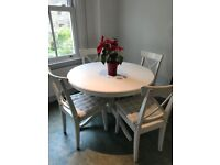 Extendable dining table and six chairs in great condition