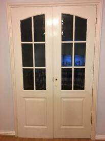 4 white mounded and grained internal doors without handle in good condition for sale