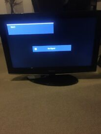 32 inch Samsung TV hardly used with remote & power cable. Excellent condition