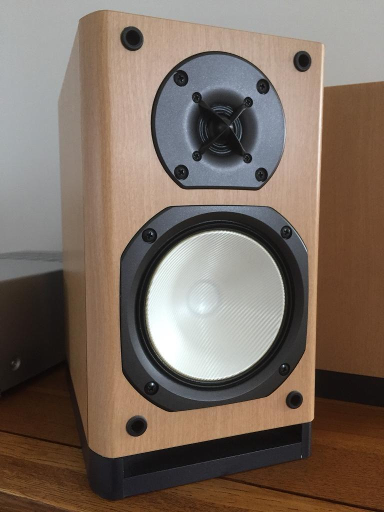 Onkyo D N9bx Bookshelf Speakers