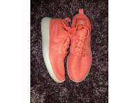 Nike Roshe Run size 4