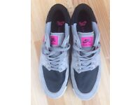mens size 11 Nike Trainers Black\Grey with Pink logo (hardly worn)