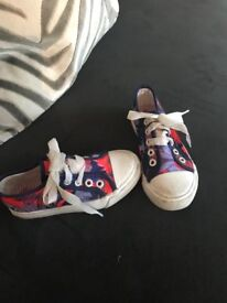 Children's replay pumps size 10