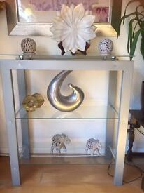 Display unit with all decorations