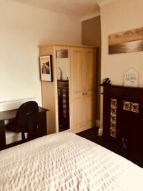 SNEYD GREEN LARGE ROOM TO RENT