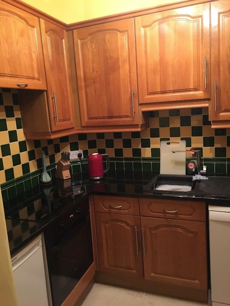 Solid Oak Kitchen with Granite Work Top includes extractor