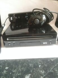 Nintendo Wii with controller and nunchuck (no wires)