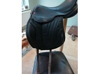 Comfort elite jump saddle 17inch med/wide