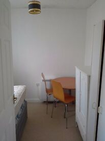 Single room in Upper Shirley fully furnished, single bed, 325pm