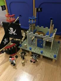 Le Toy Van Barbarossa pirate ship and buccaneers port