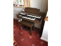 Yamaha organ & stool