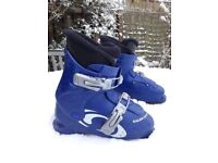 Kids Salomon ski boots in size 20.0 (approx UK kids 13 / Euro 31)