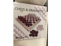 wooden chess and draughts game board new and boxed