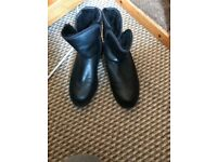 Black uggs boots