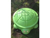 Little Tykes Green Sandpit/Paddling Pool with lid