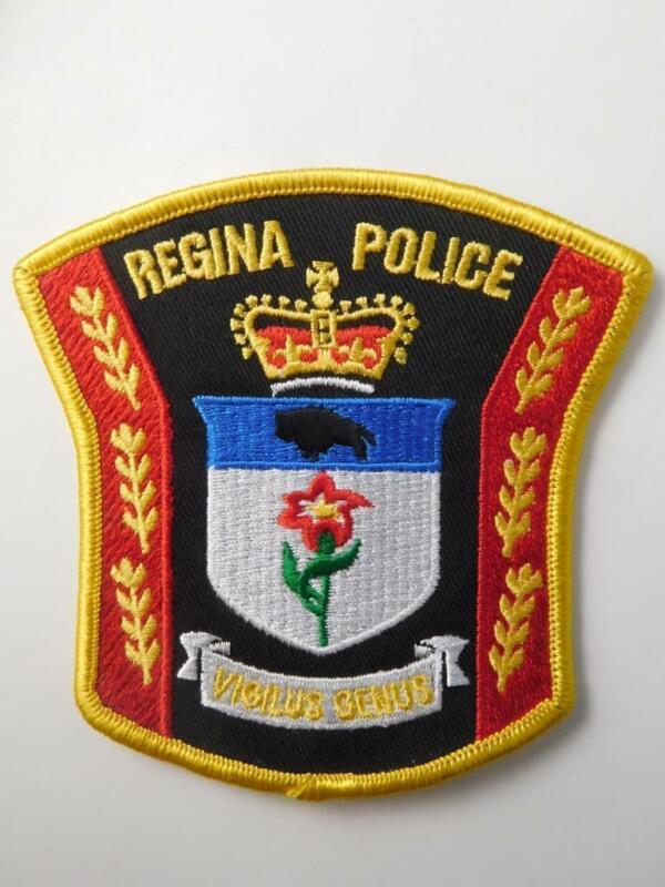 REGINA SASKATCHEWAN POLICE  OFFICER VINTAGE PATCH  CREST BADGE CANADA
