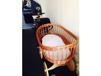 Wooden Mosses basket with free bouncer