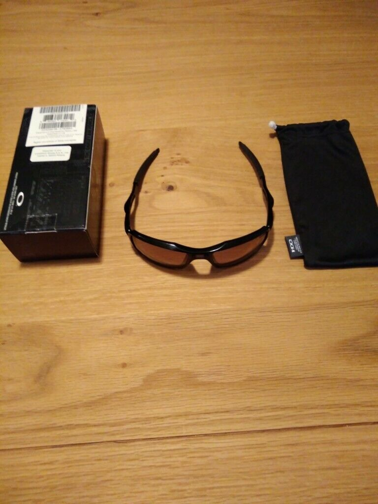 4d4fbcbf66 Oakley Triggerman. Polished Black. Perfect Cond. As new with original case  and packaging