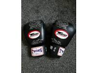 Twins Special Muay Thai 16oz GLOVES