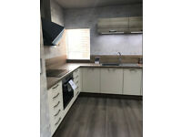 EX-DISPLAY KITCHEN Ivory High Gloss with Ontario Oak Laminate Worktops