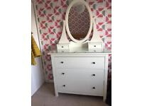 White drawers / dressing table