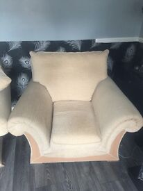 3 seater sofa 2 armchairs excellent condition