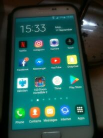 Samsung Galaxy s5 In White and unlocked