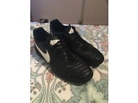 Barely worn Nike tiempo size 10 Astro football boots