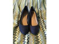 WEDDING SHOES NAVY SMALL HEEL SIZE 5