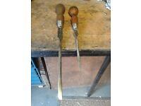 screwdrivers x2 pliers/footprints grips
