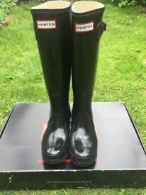 Hunter brand wellies, size 4, black, in perfect condition with original box