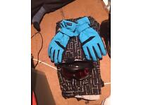Snowboard goggles, gloves and leggings