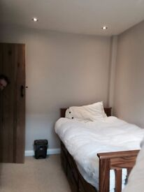 SINGLE ROOM - SINGLE USE - WHITECHAPEL - ZONE 2 - AVAILABLE TODAY - CALL ME NOW
