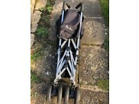 Easy fold pushchair,cheap to go,with rain cover