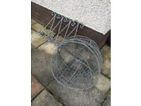 4 Large Wire hanging baskets in good condition
