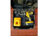 DEWALT CORDLESS 18V DRILL WITH BATTERY CHARGER