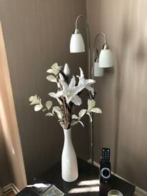Light Stand w LED Flowers in Vase Combo