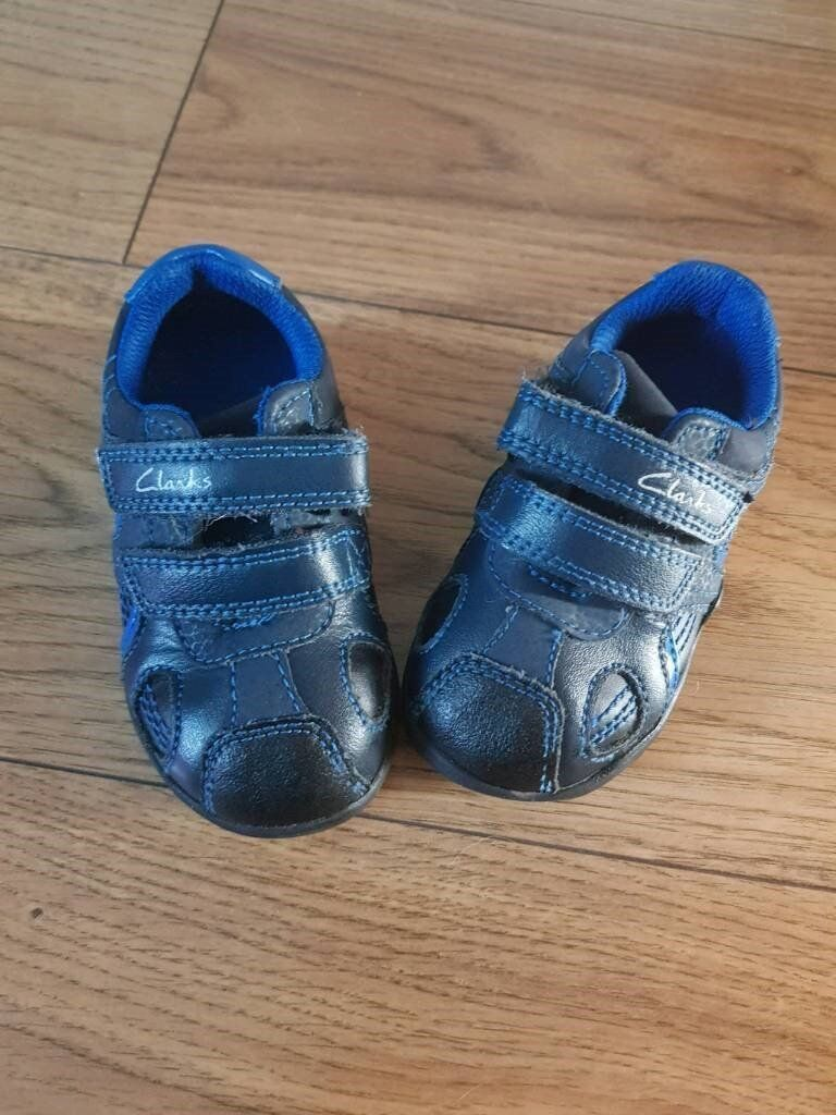 76da964d870a Clarks baby shoes size 4 flashing