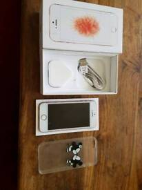 IPhone 5 se pink 16gb in very good condition £130 open to all networks